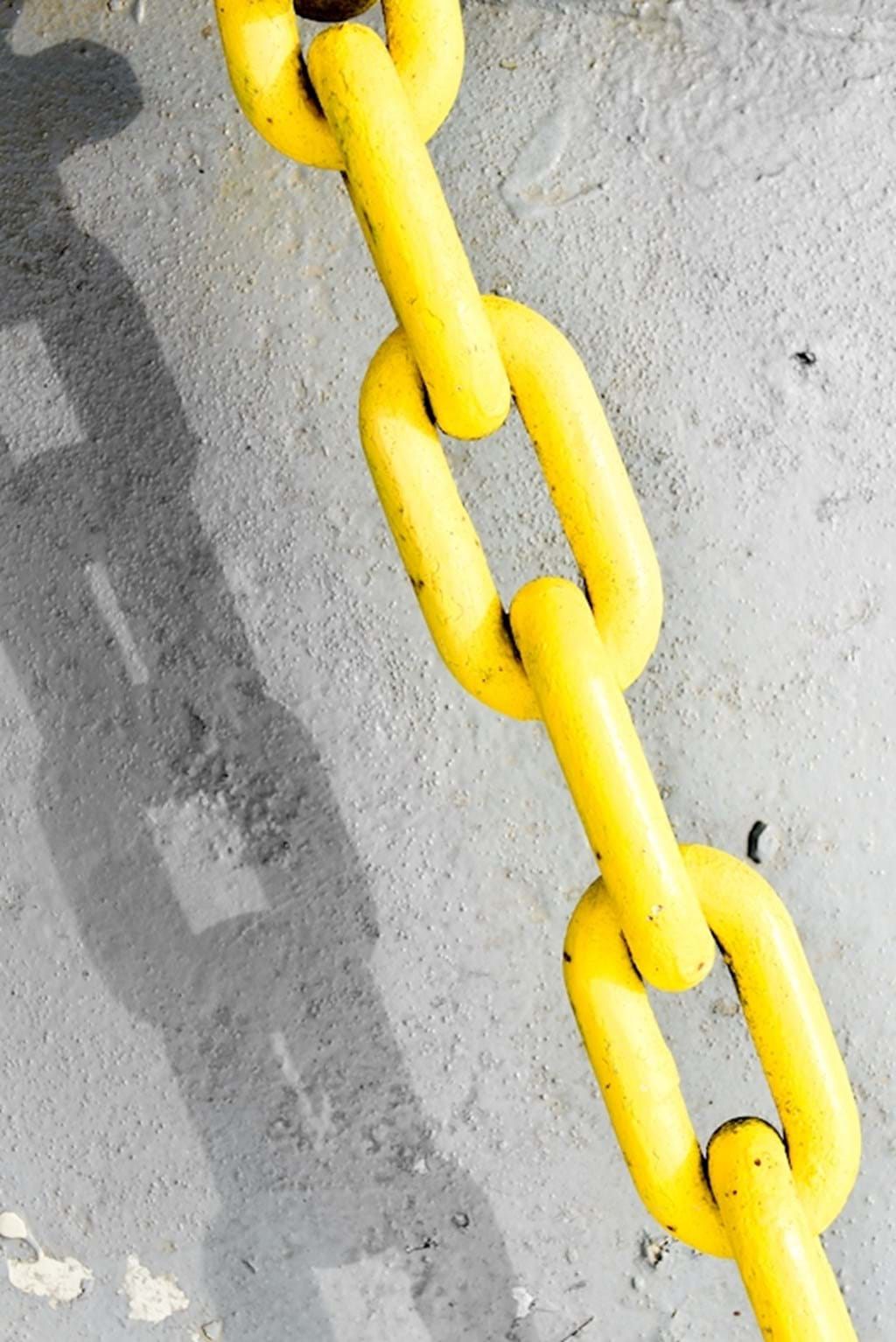 Poster: yellow chain - Artistic