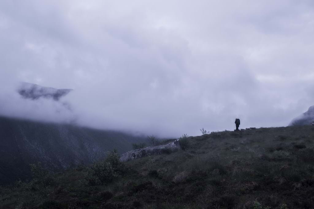 Poster: Trekking into the mist - Nature
