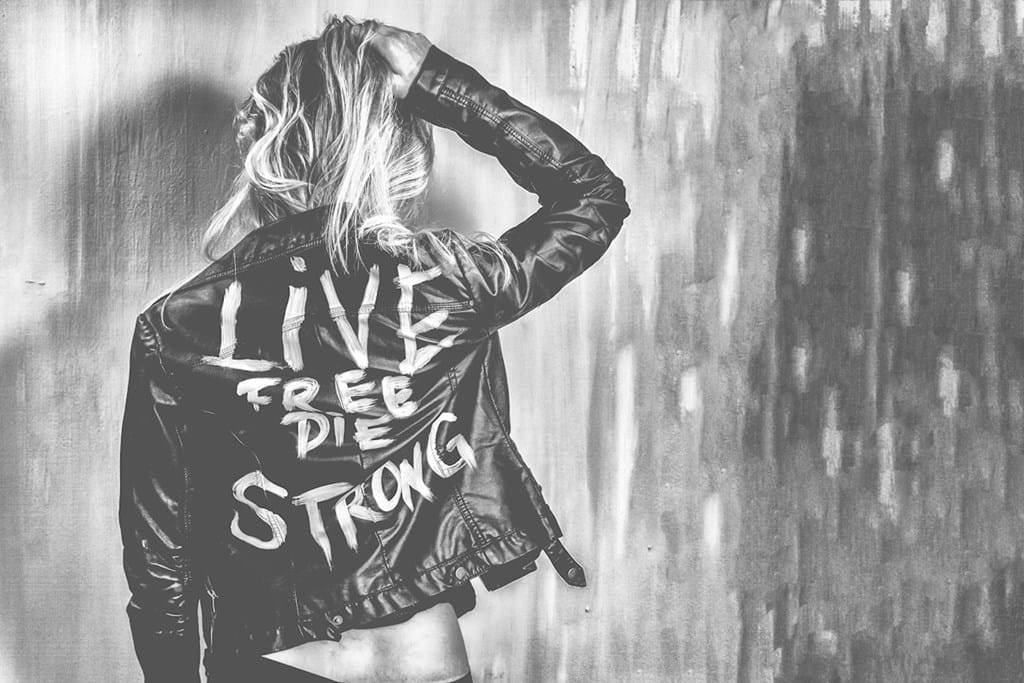 Poster: Live Free Die Strong No 19 - Black & White