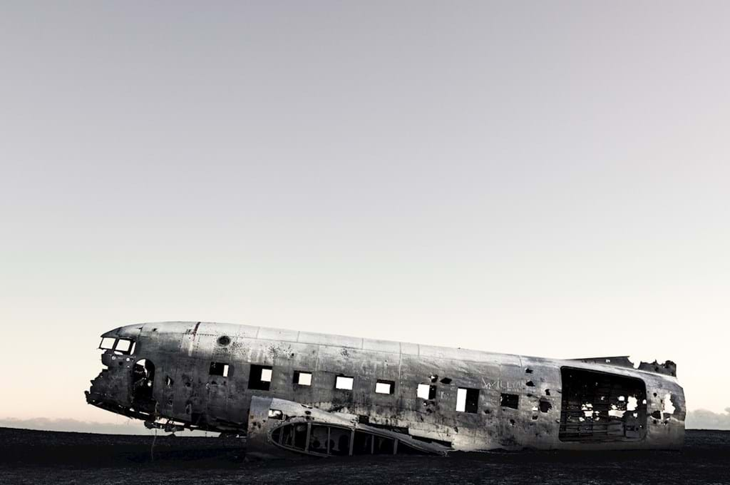 Poster: Abandoned airplane Iceland - Places & Cities