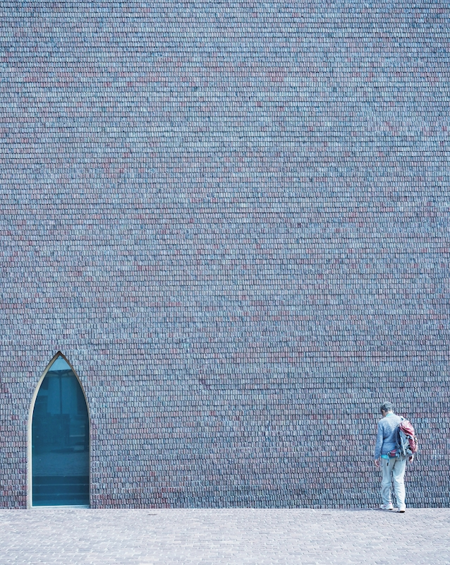 A man, a wall and a window poster av Anne Oesterby