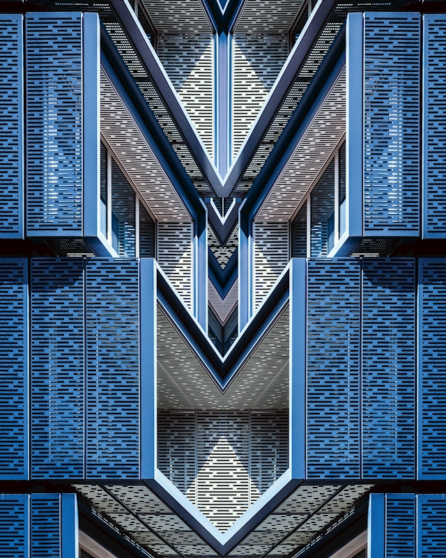 Symmetrical Monster 3 poster av Pierre Châtel-Innocenti
